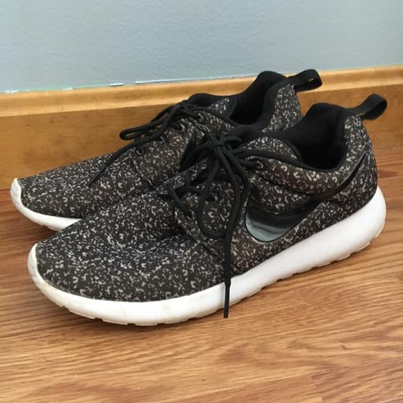 ae62e585bae1 Black Speckled Nike Roshe Women s Sneakers. M 5adb5bfb46aa7c2a1cc49d75